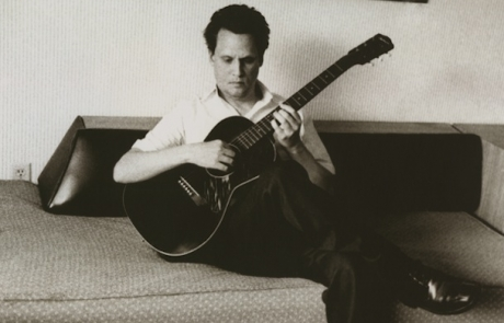 Mark Kozelek releases a pair of…divergent songs