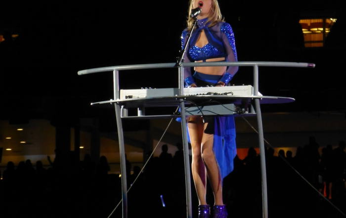 Review: Taylor Swift draws diverse crowd at Levi's Stadium