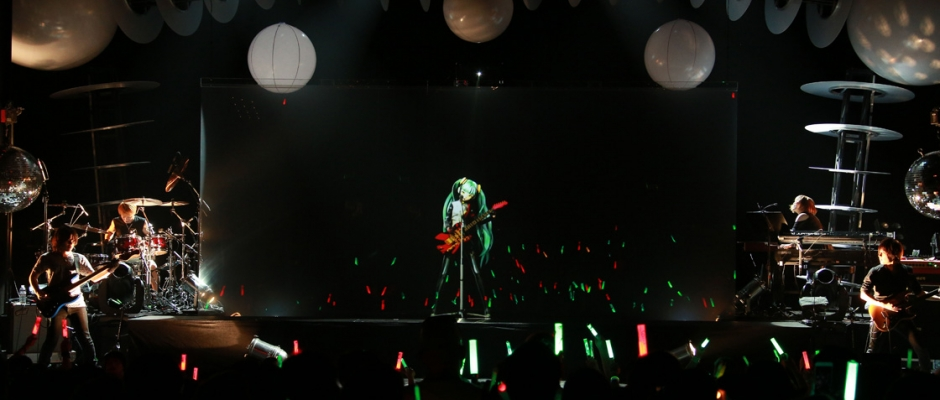 Review + Photos: Hatsune Miku and a glowstick in hand at the Warfield